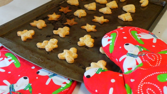 Diy Christmas Dog Treats Gingerbread Cookies Dogue
